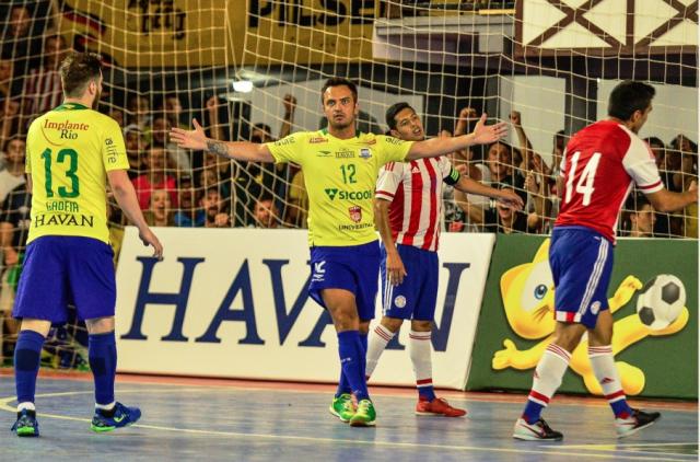 Brasil atropela Paraguai em amistoso em Itapiranga  4f7dad2ae4567